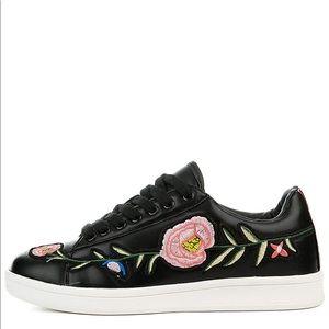 CAPE ROBBIN Future-3 Black Lace Up Floral Sneaker